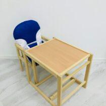 Scaunel din lemn de culoare deschisa cu o masă de plastic Albastru