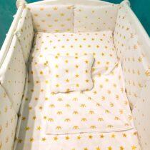 Детская постель с коронами и звездочками